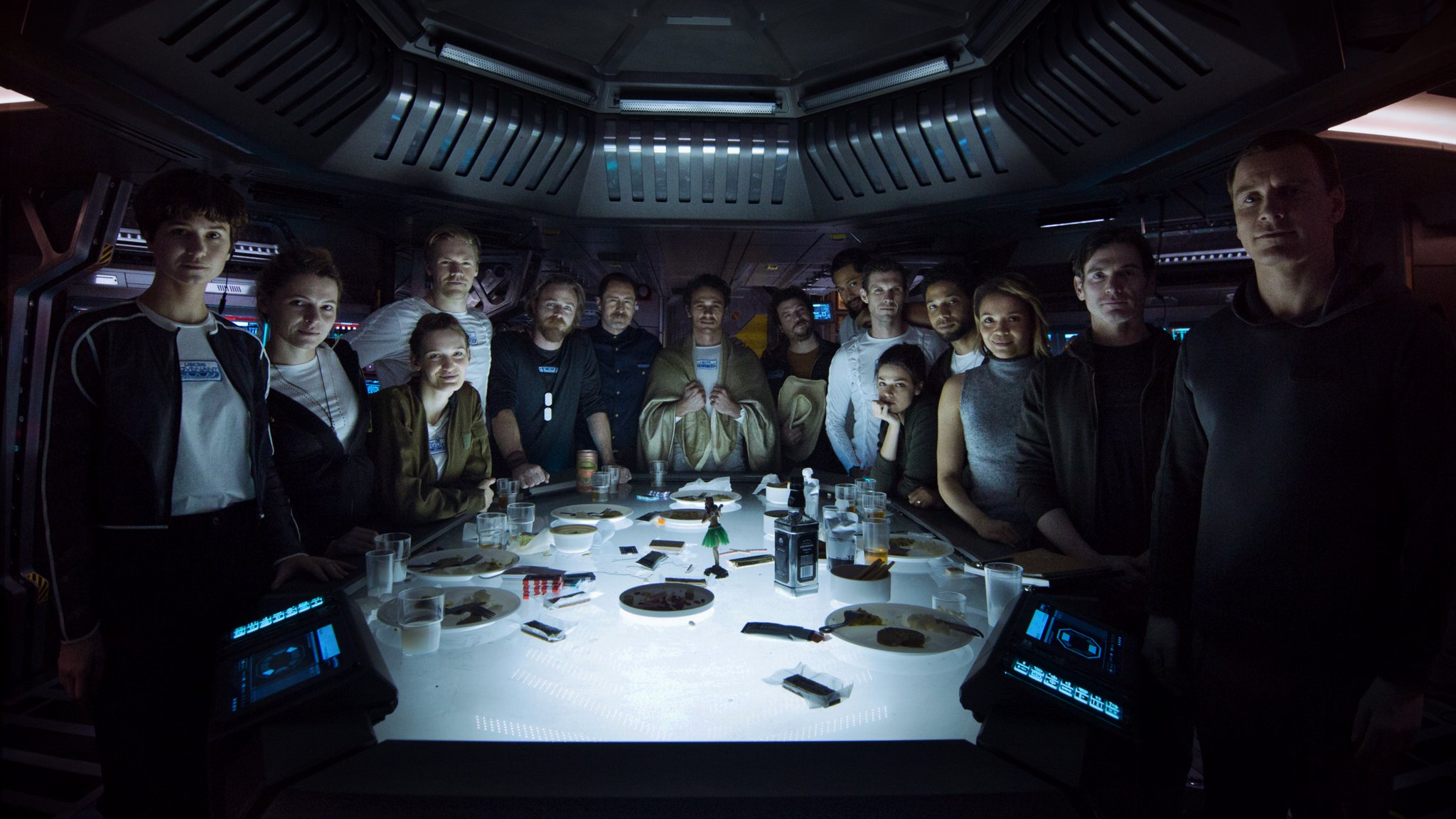 alien--covenant-crew-174699.jpg.pagespeed.ce.SKSFLaAjdE