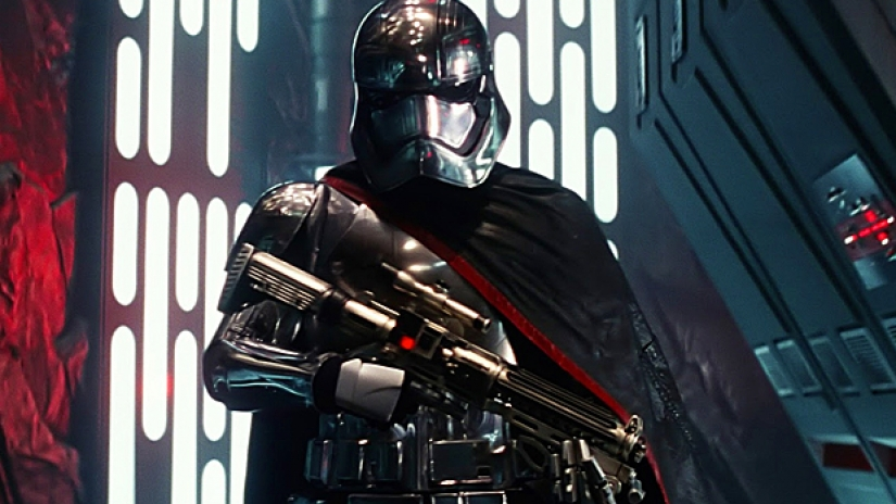 gwendoline-christie-captain-phasma-star-wars-the-force-awakens