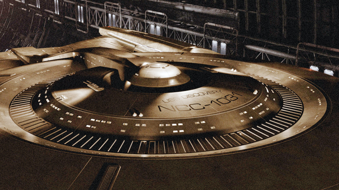 "The newest Starfleet ship in the ""STAR TREK"" TELEVISION FRANCHISE, the ""U.S.S. DISCOVERY"", unveiled today at COMIC-CON® INTERNATIONAL 2016 in San Diego, California. Coming to CBS Television Network and CBS ALL ACCESS in January 2017. Photo Credit: Courtesy of CBS Television Studios /©2016 CBS Television Studios. All Rights Reserved."
